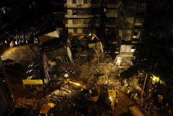 Queda de edifício deixa ao menos 5 mortos e vários soterrados na Índia