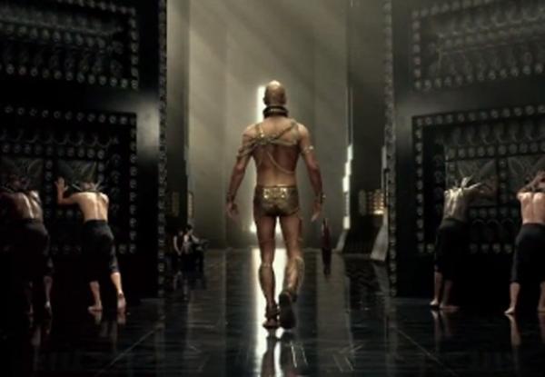 Aos 37 anos, Rodrigo Santoro exibe músculos em continuação de