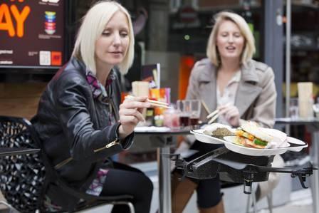 Invenção! Sushi é servido por aviões militares em restaurante inglês