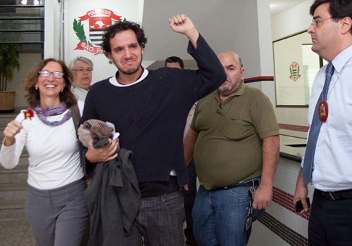 Jornalista preso durante terceiro dia de protesto em SP é solto