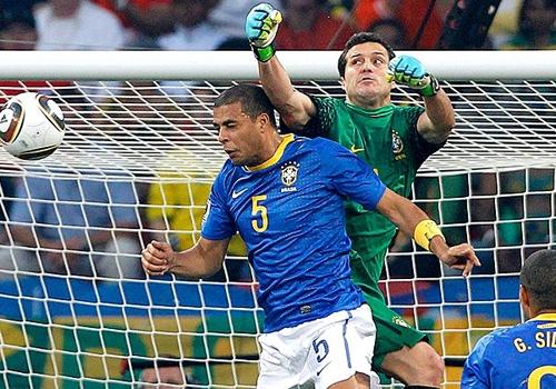 Julio César classifica grupo da Seleção como jovem, mas cascudo