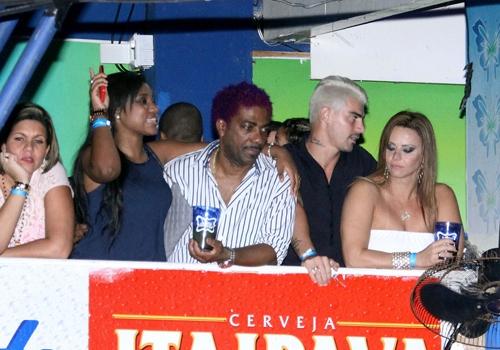 Viviane Araújo vai a baile funk com seu noivo Radamés