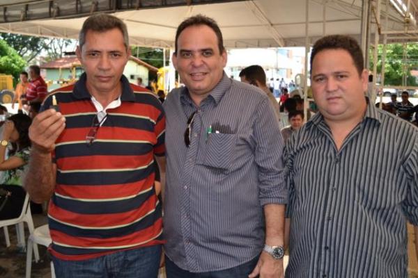 Prefeito de Aroazes Tomé Portela recebe motoniveladora - Imagem 1