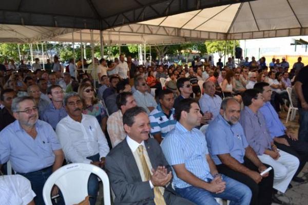 Prefeito de Aroazes Tomé Portela recebe motoniveladora - Imagem 4