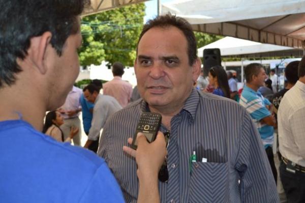 Prefeito de Aroazes Tomé Portela recebe motoniveladora - Imagem 2
