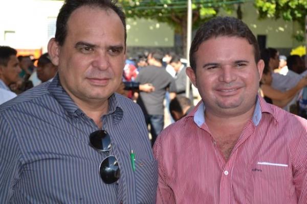 Prefeito de Aroazes Tomé Portela recebe motoniveladora - Imagem 3