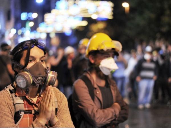 Após madrugada violenta, ativistas turcos marcam novo ato em Istambul