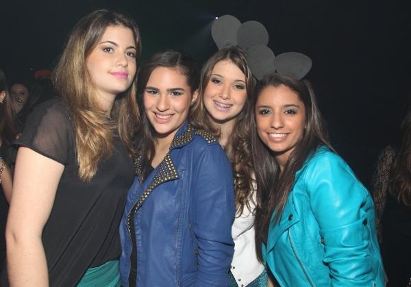 Filha de Flávia Alessandra vai com namorado a festa de aniversário; fotos