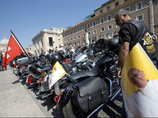 Papa Francisco abençoa motos Harley-Davidson em Roma