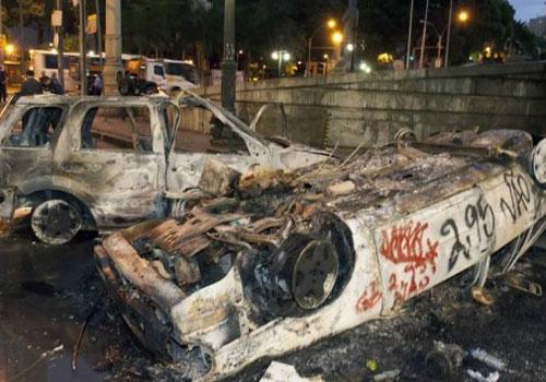 Internautas criam uma vaquinha para dono de carro incendiado durante manifestação na Alerj