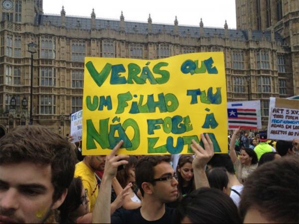Brasileiros também fazem manifestação em Londres