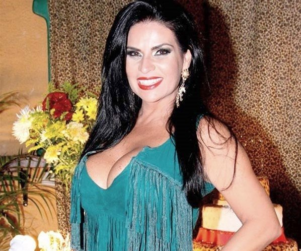 Solange Gomes alfineta Fontenelle após ensaio nu para revista Playboy