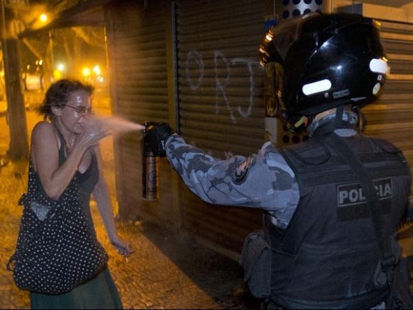 PM admite excesso de policial que atacou mulher com spray de pimenta