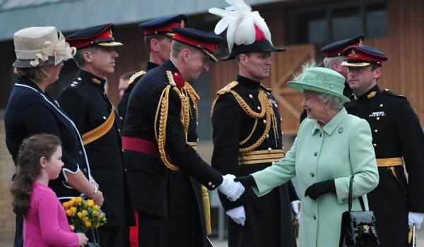 Rainha Elizabeth 2ª celebra hoje 60º aniversário de sua coroação
