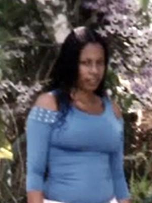 Polícia investiga mistério sobre jovem achada morta em porão de escola