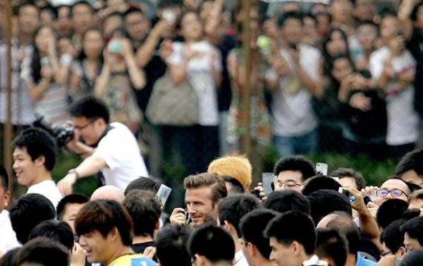 Visita de Beckham a universidade em Xangai causa tumulto e cinco feridos