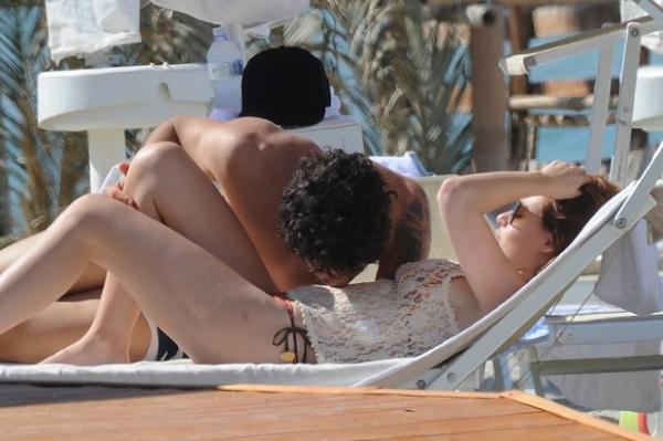 Beijinho de Pato na barriga de Barbara Berlusconi levanta suspeita de gravidez