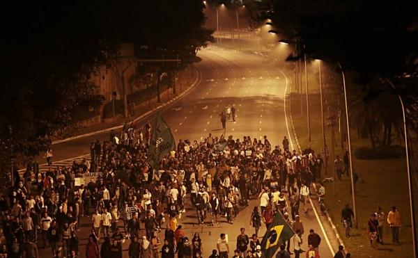 Onda de protestos no país faz presidente Dilma convocar reunião de emergência para esta sexta