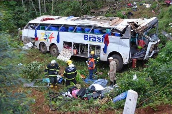 Acidente com ônibus de turismo deixa mortos no Oeste de SC