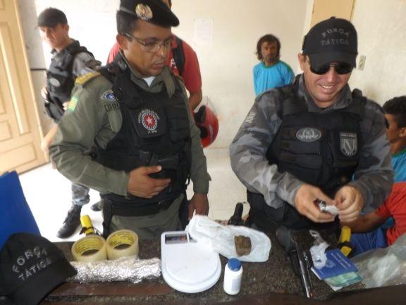 Polícia prende 5 pessoas com armas e drogas durante operação na zona rural de Luis Correia