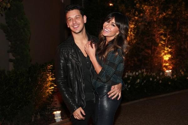 De calça justinha, Sabrina Sato curte festa em SP ao lado do novo namorado