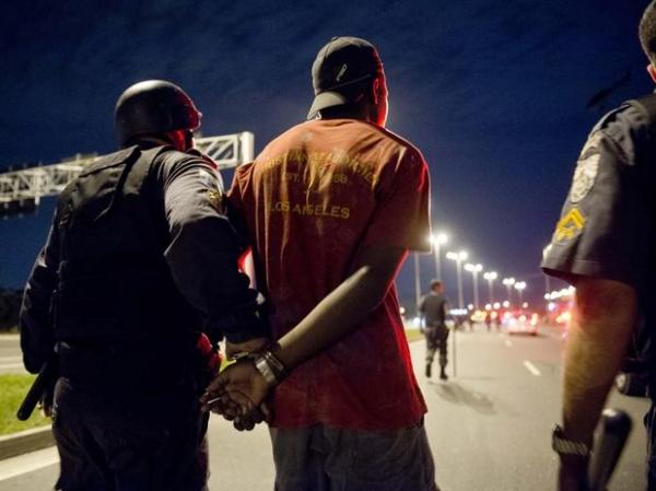 Polícia pede prisão de administrador de empresas por vandalismo