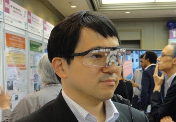 Óculos especiais bloqueiam reconhecimento facial por câmeras