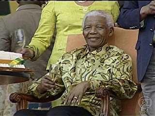 Nelson Mandela permanece em estado crítico, diz sua neta