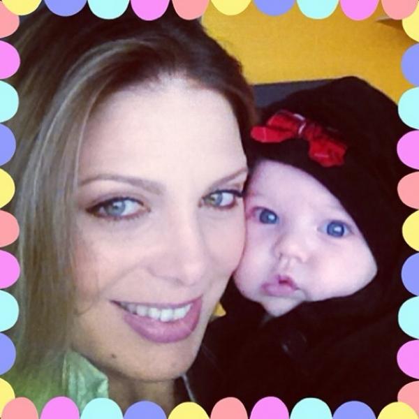 Sheila Mello comemora três meses da filha Brenda: