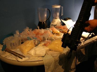 Polícia estoura laboratório de drogas