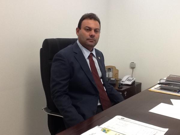 Câmara deve contribuir para negociar redução da passagem, afirma Jeová Alencar