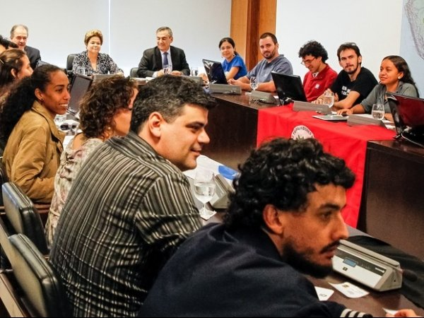 Governo anuncia diálogo com jovens por meio de redes sociais