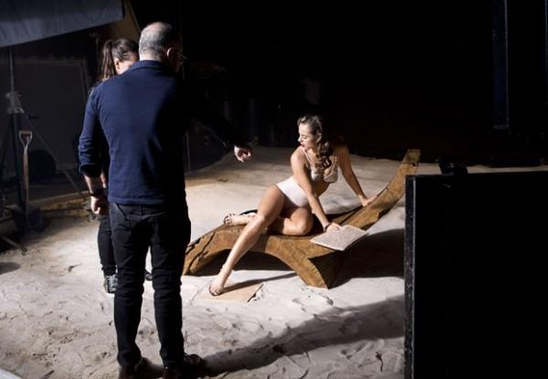 Paolla Oliveira mostra corpão em ensaio sexy para grife de calçados