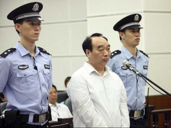 Político chinês flagrado em vídeo pornô pega 13 anos de prisão
