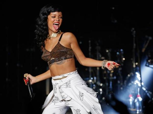 Sem querer ser exemplo, Rihanna é modelo de sucesso na música