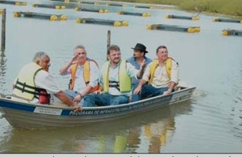 Wilson entrega escola e unidade de piscicultura no interior