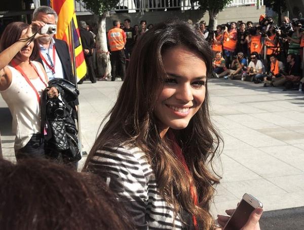 Emocionada, Bruna Marquezine chora na apresentação de Neymar