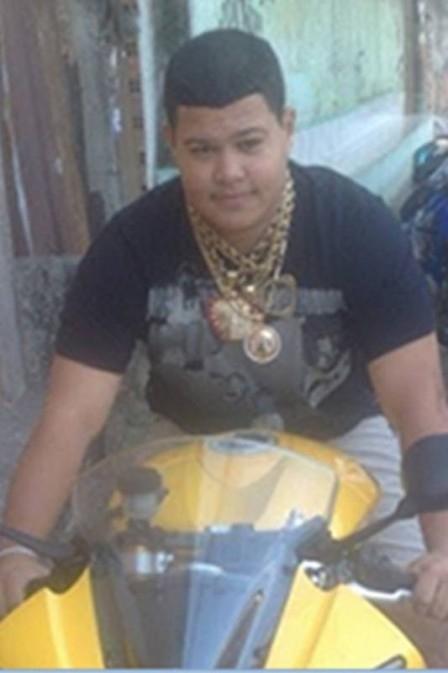 Jovem de 23 anos segue passos do pai no crime e vira chefão do tráfico no Rio