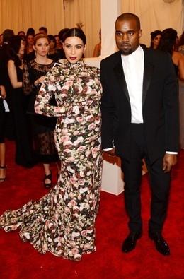 Grávida, Kim Kardashian quer comer própria placenta para ficar jovem