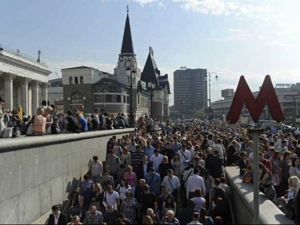 Incêndio atinge estação de metrô de Moscou