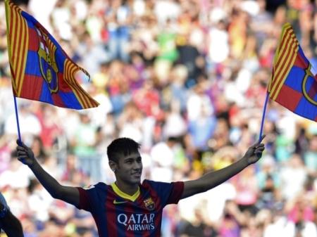 Pelé lamenta, mas diz entender saída de Neymar para o Barcelona