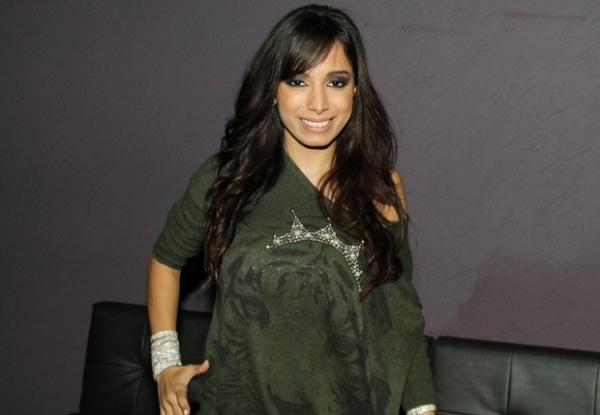 Poderosa, Anitta rebate boatos sobre Neymar e dispara:
