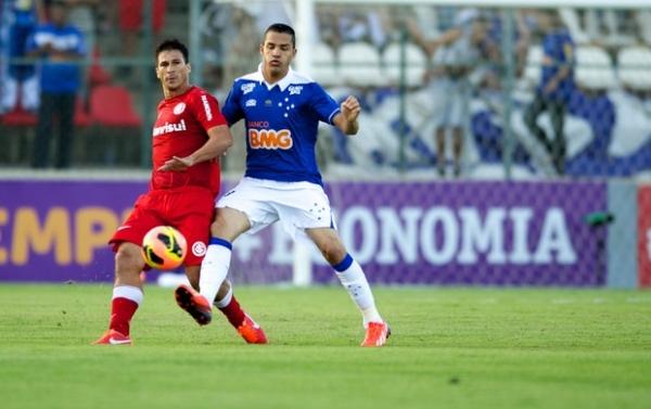 Cruzeiro e Internacional ficam no empate por 2 a 2 e frustram planos no Campeonato Brasileiro