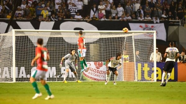 Timão joga mal, fica no 0 a 0 com Portuguesa e torcida cobra Pato no Pacaembu