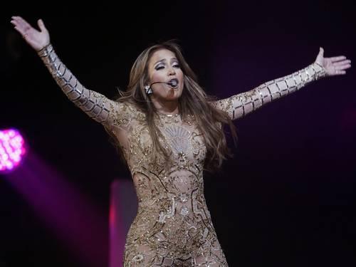 Jennifer Lopez é criticada por cantar ?Parabéns? para presidente do Turcomenistão