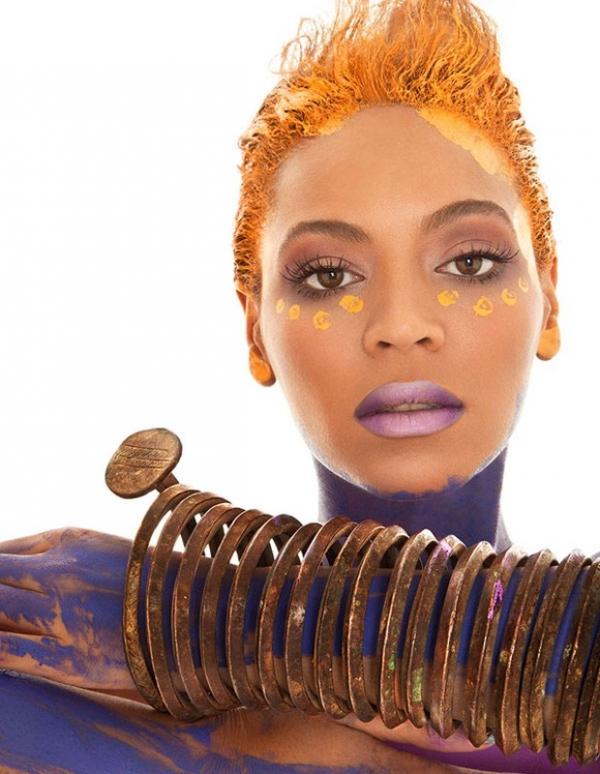 Coberta de glitter, Beyoncé posa nua para capa de revista