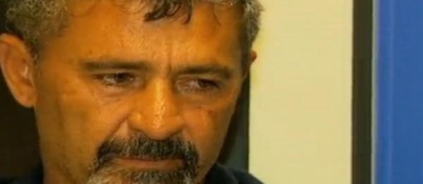 Pedreiro degola ex-mulher e tenta se explicar na delegacia: ?não dei facada, só decepei o pescoço?