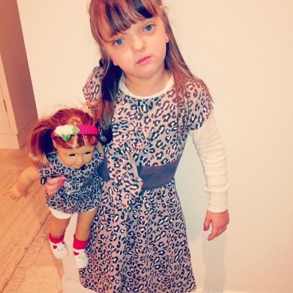 Ticiane posta foto de Rafa Justus com roupa igual a de boneca