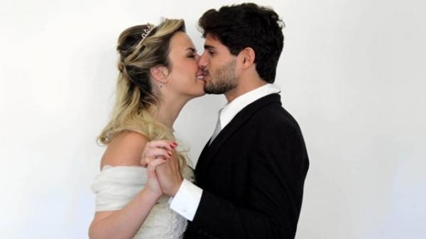 Ex-BBB Fernanda é orientada a não posar com o namorado André;entenda
