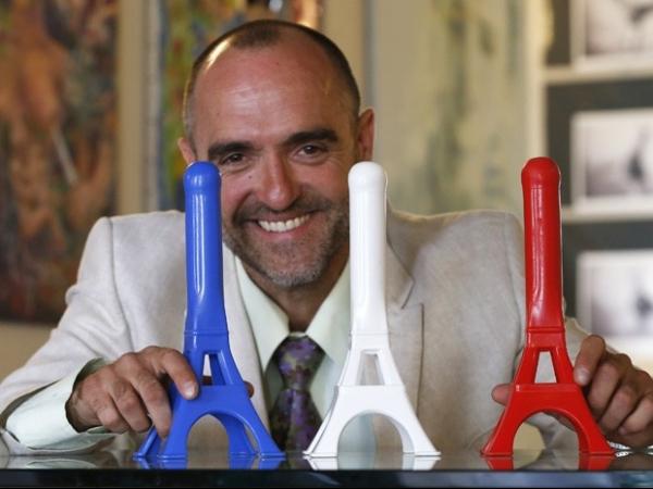 Artista cria vibrador no formato da Torre Eiffel e busca vendas na França